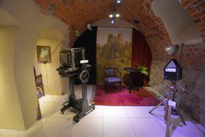 Atelier fotografa zaaranżowane na wystawie Fotografia. Od ucznia do mistrza w Krośnie