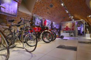 Ekspozycja Młodość z cyklu Cztery pory zycia krośnian prezentowana w Piwnicy PodCieniami w Krośnie