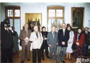 Zwiedzający wystawę w muzeum rzemiosła w Krośnie