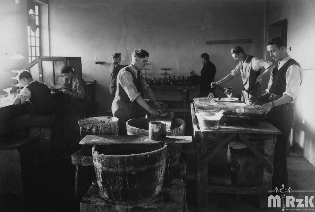 fotografia obrazujaca życie zawodowe krośnian