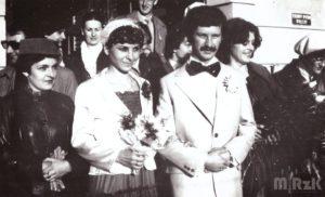 Para młoda, fotografia czarno-biała