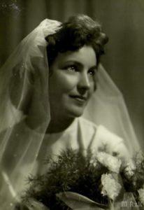 Portret ślubny młodej kobiety
